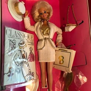 COLLECTOR EDITION-Classic City Style Barbie